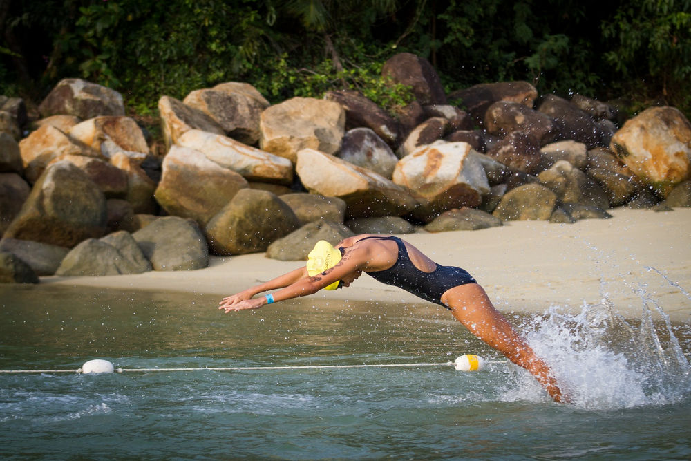 The Elite Women gets a head start and dives in first
